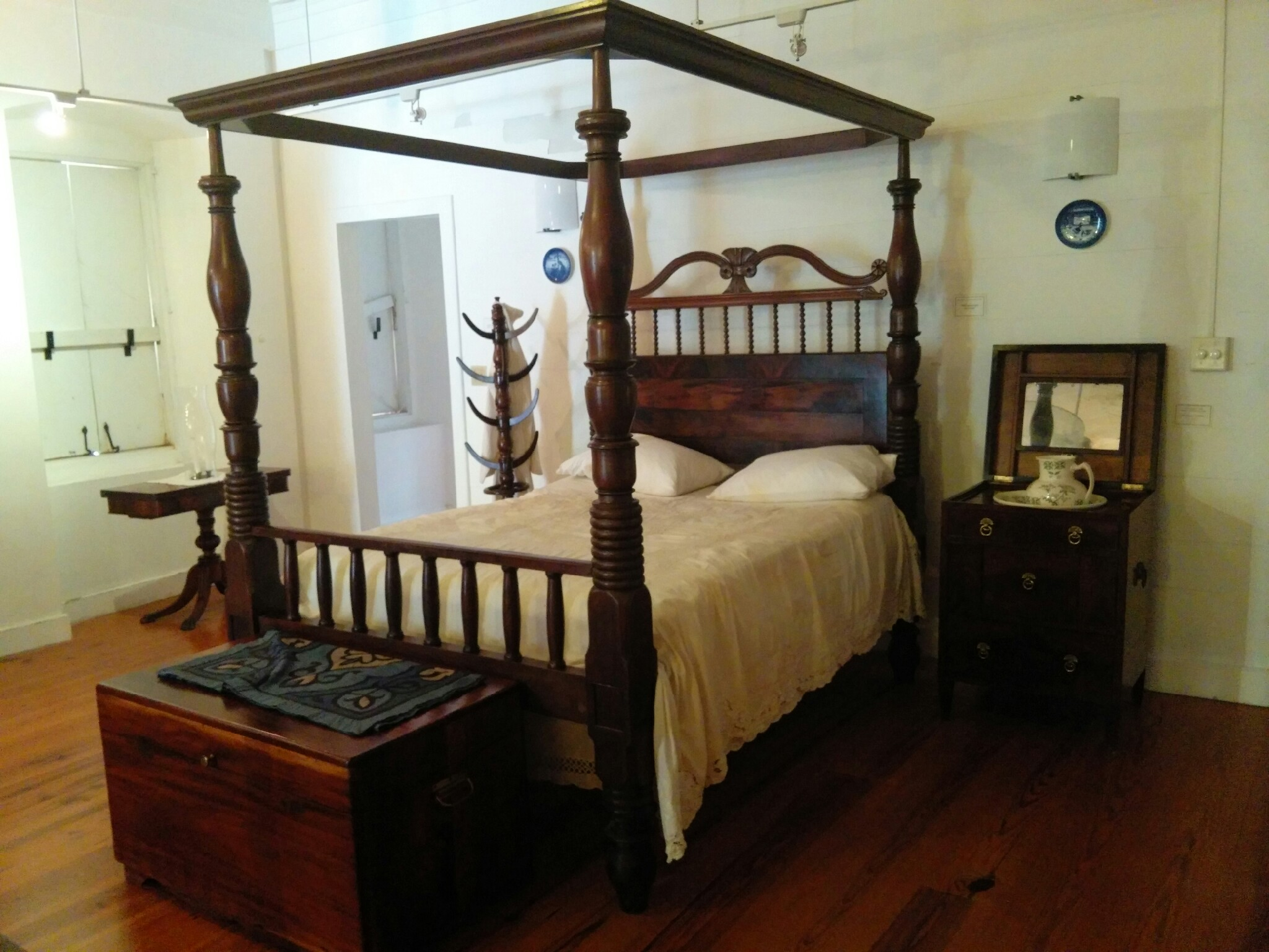 Crucian 4-Poster Mahogany Bed.jpg & The Antique Mahogany Four-Poster Beds of the U.S. Virgin Islands ...